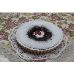 Шоколадный бисквитно-песочный пирог с вишней