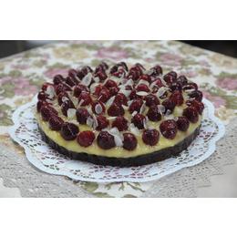 Пирог шоколадный с малиной