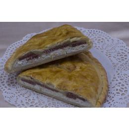 Пирог с сыром и салями по-неаполитански