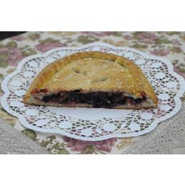 Постный классический пирог с черной смородиной